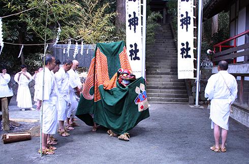 Sengokuhara Yudate Shishi-mai (lion dance)