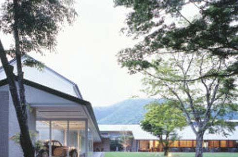 箱根拉利克美术馆