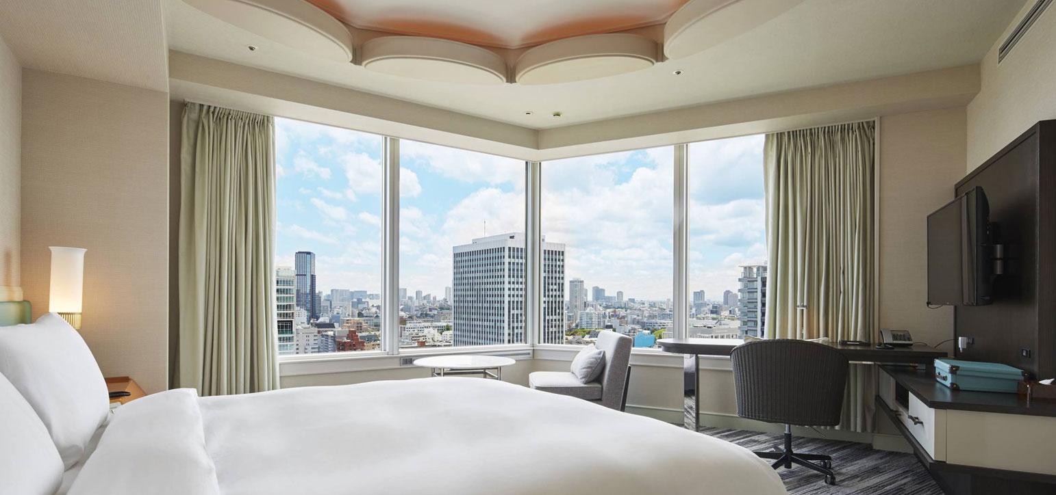 Panoramic Corner King Room