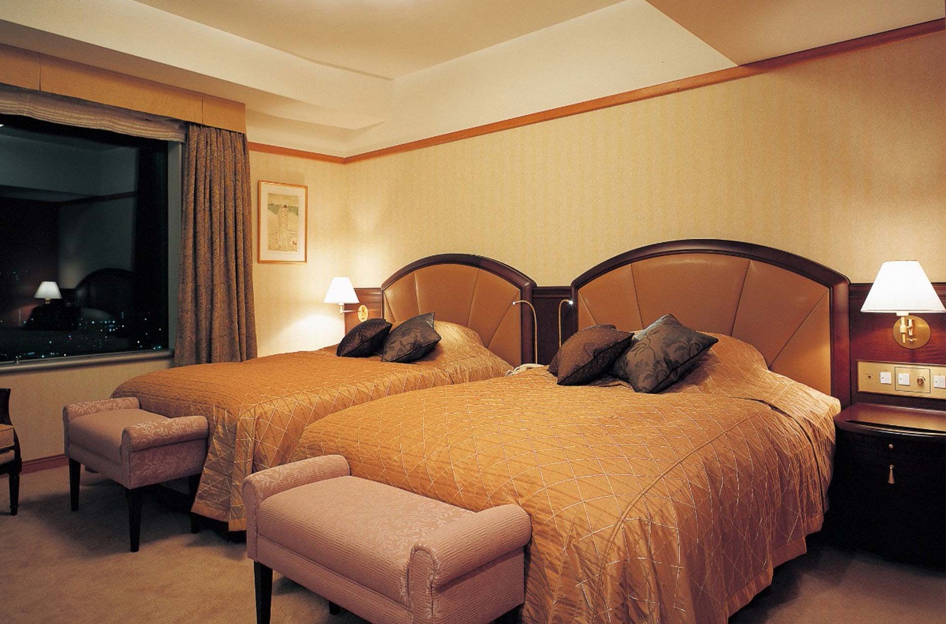 Royal Suite Room (22F – 27F)