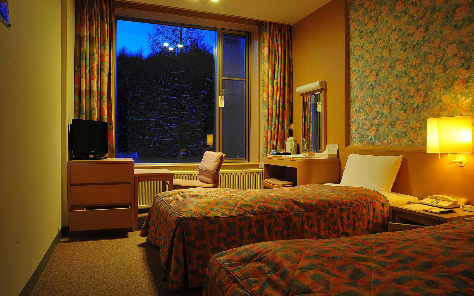 rooms,west
