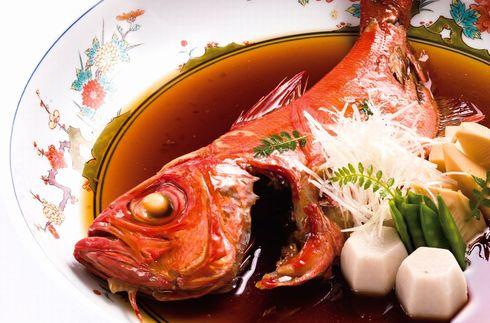 일본의 긴메다이를 먹는